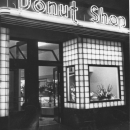 /sites/default/files/images/2008_9/DonutShop_exterior_night.jpg